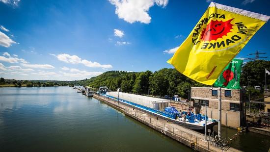 Proteste gegen ersten Castor-Transport per Schiff