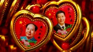 Souvenir des ehemaligen Parteiführers Mao-Tse-tung und des amtierenden Parteichefs Xi Jingping