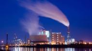 Als Beispiel dient dem Juristen Wolfgang Ewer das Kohlekraftwerk Moorburg.