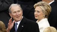 George W. Bush (neben Hillary Clinton) bei der Amtseinführung von Donald Trump