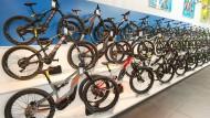 Hilfsmotor: Selbst sportive Mountainbikes werden bei Stadler in Frankfurt mit Elektroantrieb ausgestattet.