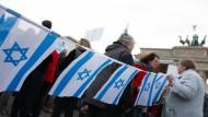 Demonstranten im November bei einer Kundgebung gegen Antisemitismus im November am Brandenburger Tor.