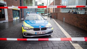 """NRW-Minister Reul: Autofahrer hatte """"klare Absicht, Ausländer zu töten"""""""