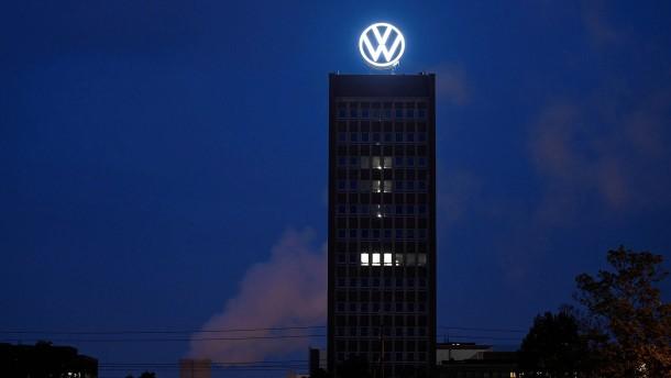 Ankeraktionäre und Aufseher halten zur VW-Spitze