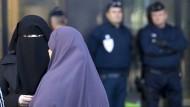 In einem Prozess wollte eine Frau das Tragen des Kopftuches durchsetzen.