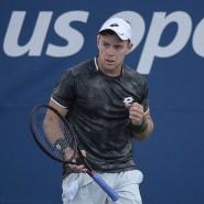 Dominik Köpfer jubelt im Spiel gegen Nikolos Basilaschwili bei den US Open in New York.