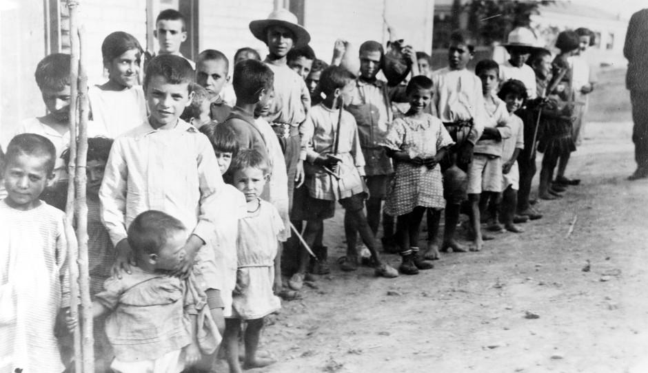 Flüchtlingskinder aus Anatolien in Athen im Jahr 1923.