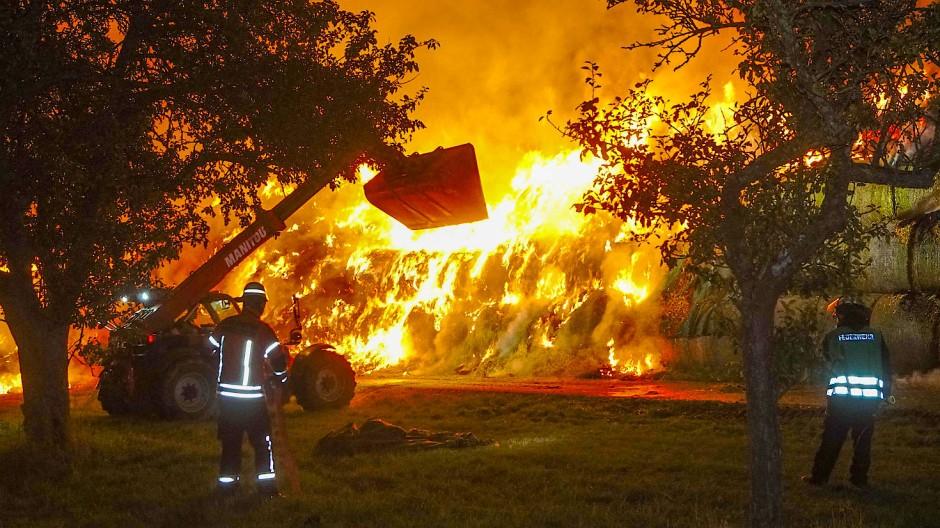 Brand in Gundelsheim 2020: Ein Mitglied der Freiwilligen Feuerwehr legte diesen und weitere sechs Brände.