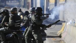 Regierungsanhänger stürmen Parlament in Caracas