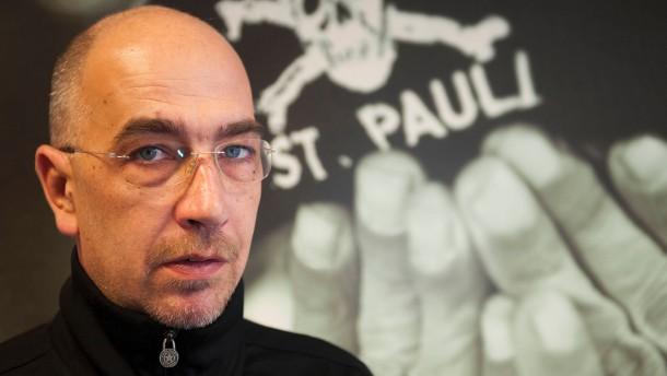 Organisationsleiter Sven Brux verkoerpert den FC St. Pauli