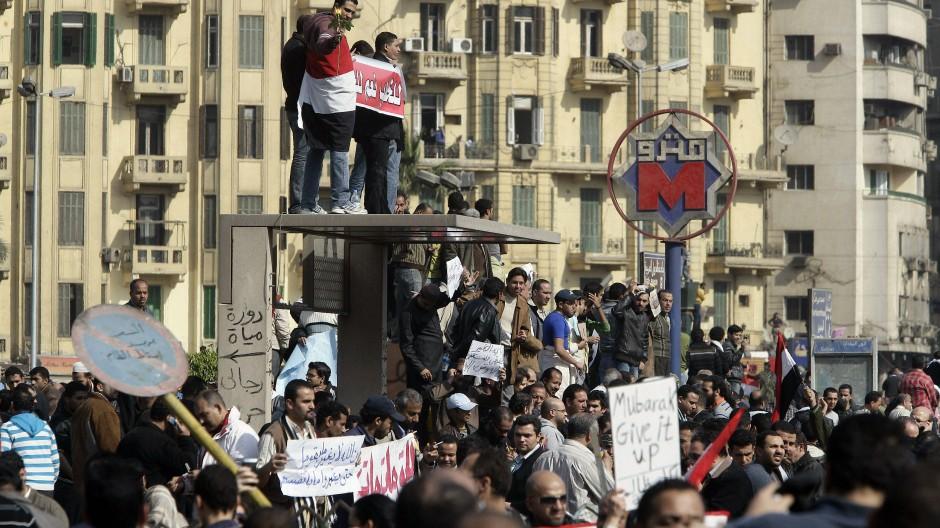 Demonstranten 2011 auf dem Tahrir Platz in Kairo.