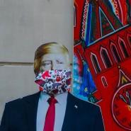 Streiten in Pandemie-Zeiten: Amerikas Präsident Donald Trump und Chinas Präsident Xi Jinping – hier als Pappaufsteller in einem Souvenirshop in Moskau.