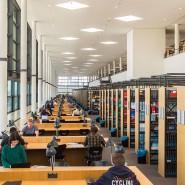 Blick in die Bibliothek der Naturwissenschaften auf dem Campus Riedberg der Goethe Universität in Frankfurt