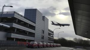 Zerstörte Drohne am Flughafen Gatwick gefunden