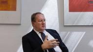 Dauerzustand Niedrigzins: Felix Hufeld fordert eine schnellere Anpassung der Banken.