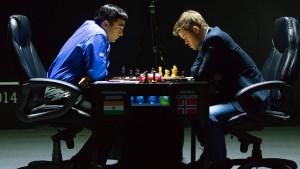 Anand holt gegen Carlsen ein Unentschieden