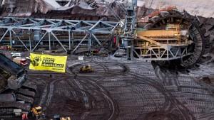 Greenpeace-Protest auf Schaufelradbagger