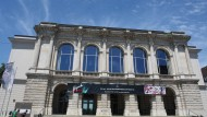 Es herrscht ein Kulturbürgerkrieg um die Zukunft des Stadttheaters Augsburg mit ungewissem Ausgang.
