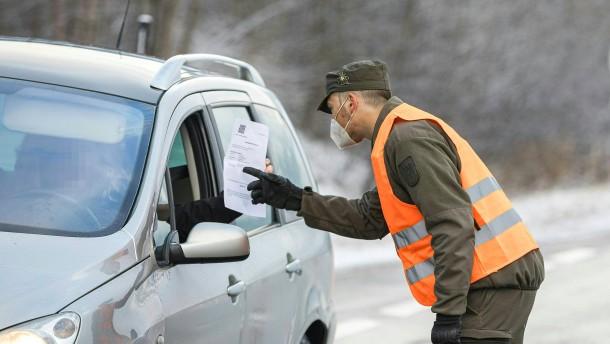Inzidenz bei 560: Ausreisebeschränkungen für Stadt in Österreich