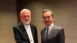 Außenminister Chinas und des Vatikans erstmals zusammengekommen