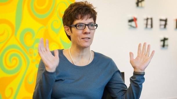 """Die saarländische Ministerpräsidentin Annegret Kramp-Karrenbauer (CDU): Zweisprachigkeit als """"Alleinstellungsmerkmal"""""""