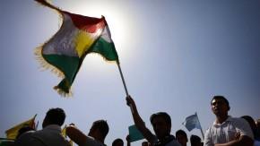 PKK-Anhänger demonstrieren im nordsyrischen Kobane gegen die Terrormilz IS