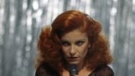 """""""La Rossa"""", geliebt in Deutschland wie in ihrer Heimat Italien: Milva bei einem Auftritt in den siebziger Jahren"""