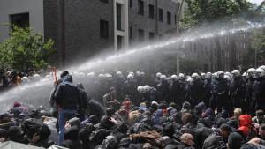 Krawalle bei Demonstration gegen Rechts