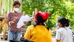 Pandemie-Aufklärung auf dem Spielplatz