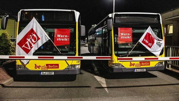 Berlins Busse und Bahnen stehen still