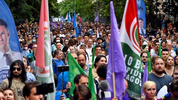 Ungarns Regierung beschuldigt wieder ihren Lieblingsfeind