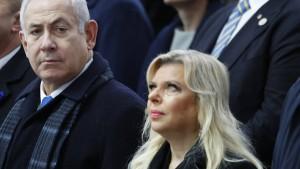 Israelische Polizei für weitere Anklage gegen Netanjahu und seine Frau