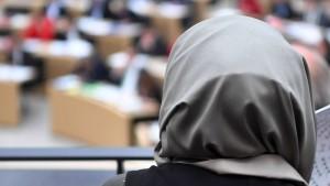 Kopftuch auf der Richterbank bleibt in Bayern tabu