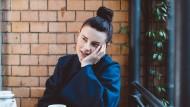 Von den Alltagsdingen zu den Grundfragen des Seins: Sängerin Balbina, gelöst, beim Gespräch in einem Berliner Café.