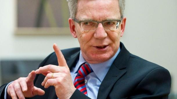 Thomas de Maiziere - Der Bundesverteidigungsminister spricht in seinem Berliner Amtssitz mit Johannes Leithäuser über die Sicherheitslage in Afghanistan, Mali und Syrien