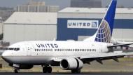 Flug überbucht – Passagier aus Flugzeug geschleift