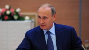 Regierungsgegner demonstrieren gegen Putins Ukraine-Politik