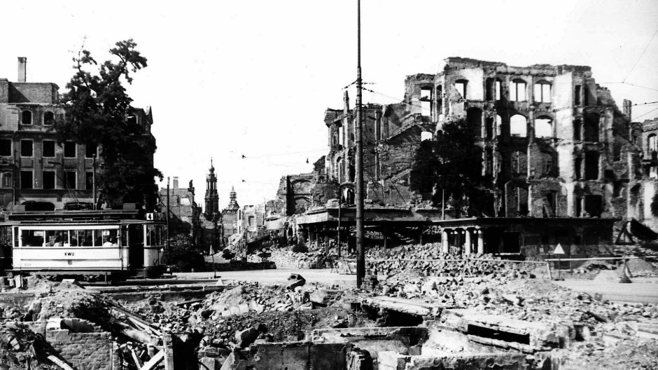 Großflächig zerstört: Dresden auf einer undatierten Aufnahme nach den Angriffen vom 13. und 14. Februar 1945