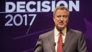 New York Bürgermeister Bill de Blasio (hier bei einem Wahlkampfauftritt im August in New York) kann auf seine Wiederwahl hoffen. Doch das liegt nicht an seiner eigenen politischen Bilanz.