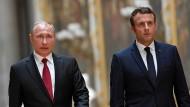 Schwieriges erstes Treffen von Macron und Putin