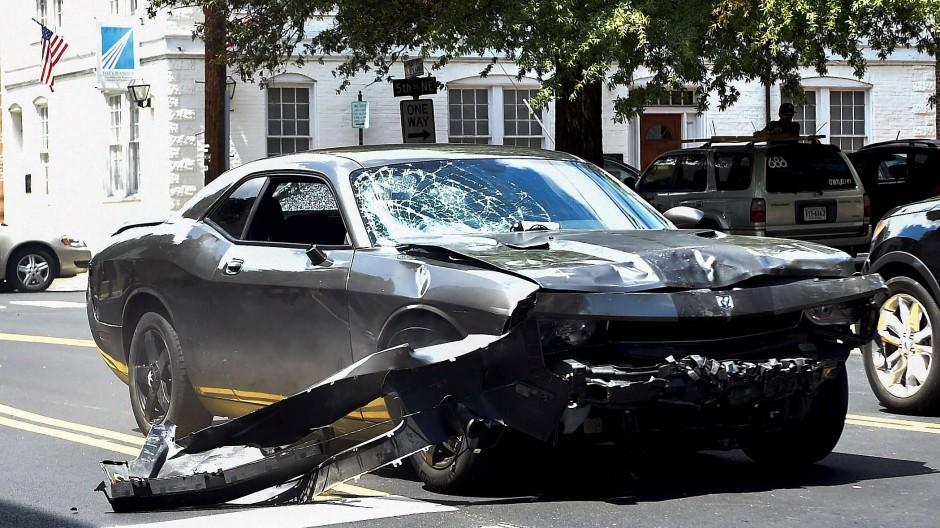 Mit diesem Dodge raste ein junger Mann am 12. August 2017 in eine Gruppe von Menschen, die gegen den Aufmarsch von Rechtsradikalen in Charlottesville demonstrierte.