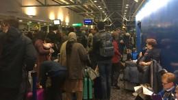 Hunderte Reisende sitzen fest