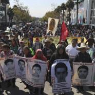 Verwandte der 43 vermissten Lehramtsstudenten bei einer Kundgebung in Mexiko-Stadt 2019