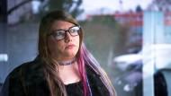 In der Tagesstätte des Sozialwerks Main Taunus trifft Lisa-Maria Horn auf Menschen, die mit ähnlichen Problemen kämpfen.