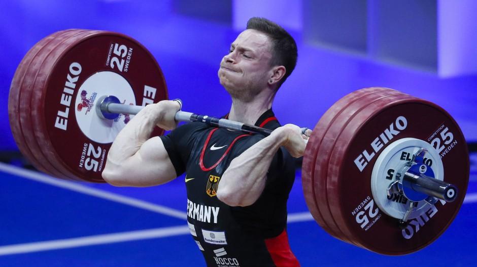 """""""Eine Riesen-Nummer"""": Max Lang stemmt in Moskau mehr als seine Konkurrenz und holt Gold."""