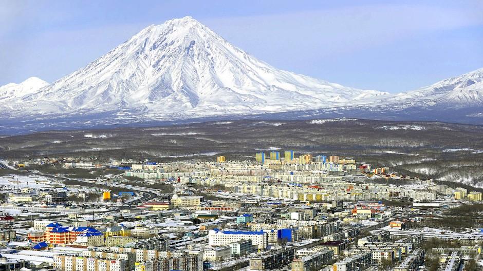 Durch Gebirge und meilenweite Tundra vom Rest des Landes getrennt: Petropawlowsk-Kamtschatski, Hauptstadt der Region Kamtschatka