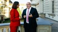 Auf dem Balkon des Ministerbüros: EU-Handelskommissarin Malmström und Wirtschaftsminister Altmaier.