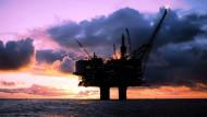 Ölplattform in der Nordsee: Die norwegische Wirtschaft leidet besonders unter dem starken Rückgang des Ölpreises.