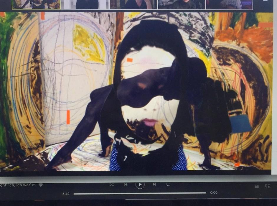 Ines Försterling hat sich während eines Seminars, das per Videochat abgehalten wurde, in eine Kunstperformance rein projiziert.
