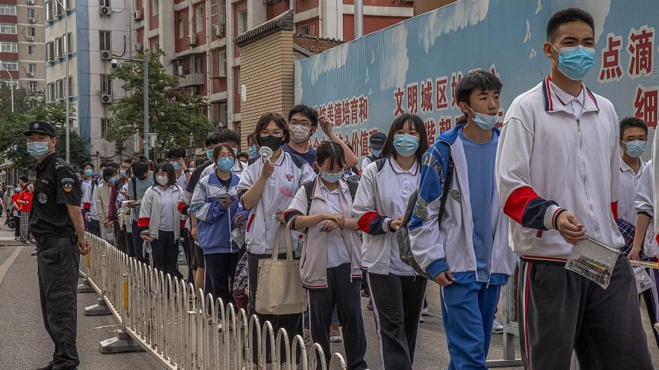 Schüler treten zu einer der wichtigsten nationalen Prüfungen im Schulsystem der Volksrepublik China an: das Gao Kao